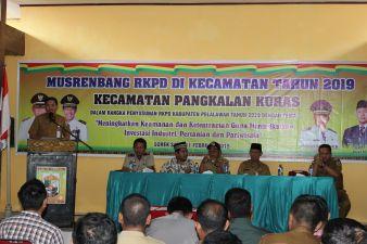 Kepala Bappeda Pelalawan dampingi Bupati Pelalawan Buka Musrenbang RKPD Kecamatan Pangkalan Kuras Tahun 2019